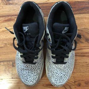 Air Max 90 Nike blackwhite dot premium 8.5!!
